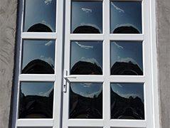 Usa cu geam termopan bombat si geam cu sprosuri